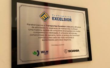Transporte Excelsior recebe homenagem da Scania por seus 60 anos